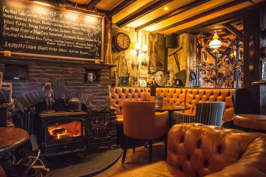 Interior-Pub-6